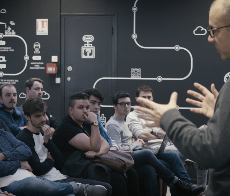 Matthieu Dallon, expert esport, en masterclass devant les étudiants du Gaming Campus